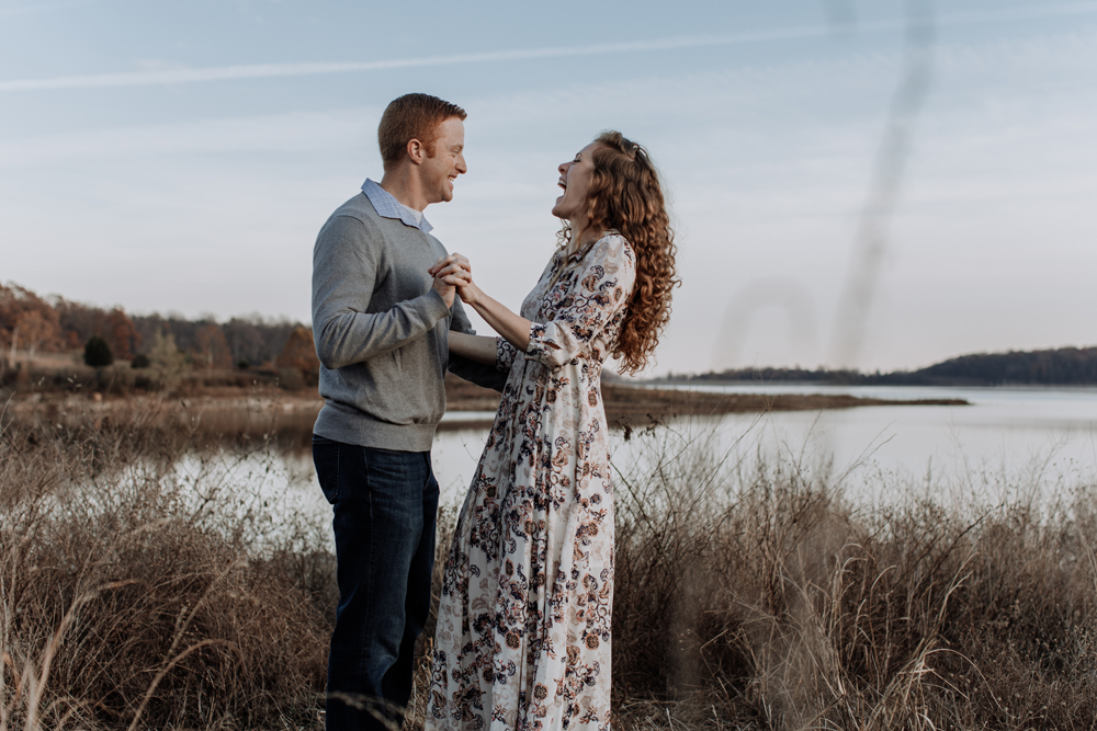 merrill-creek-reservoir-laughter-couple-photography