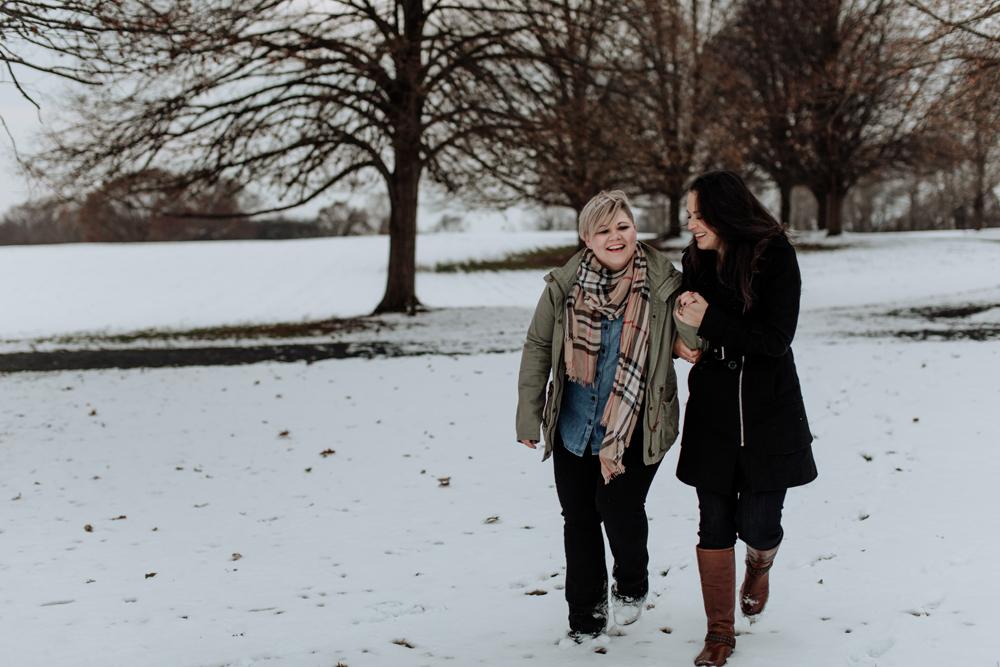 philadelphia-photographers-louise-moore-county-park-candid-walking-snow