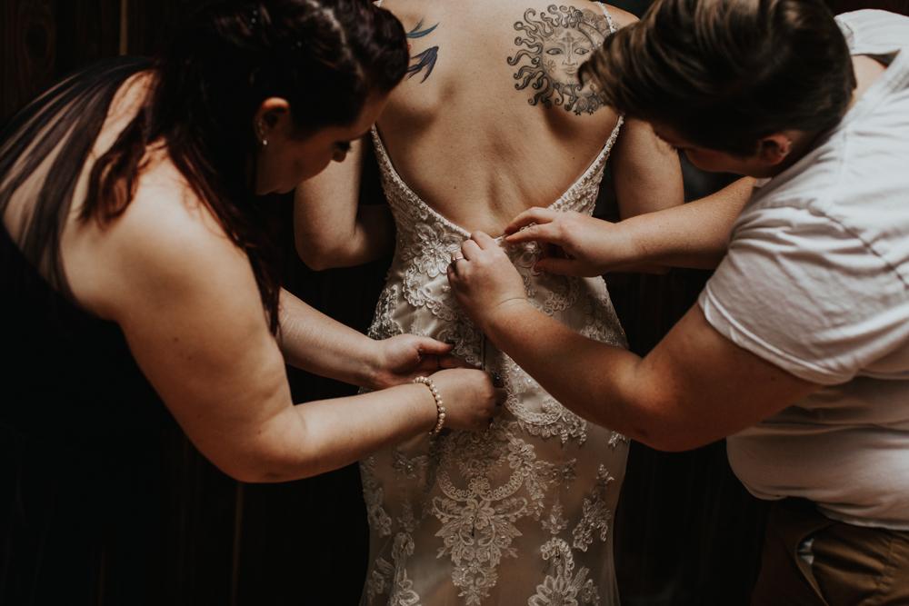 lehigh-valley-photography-wedding-dress-getting-ready