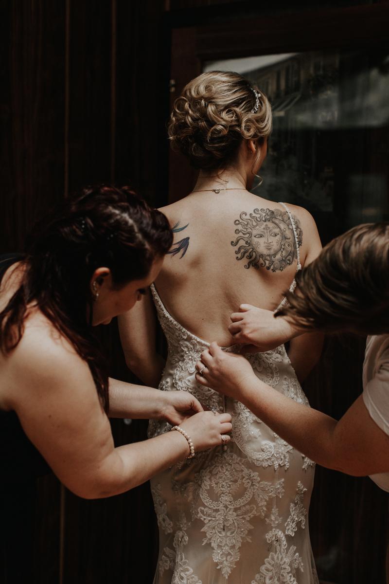 getting-in-wedding-dress-lehigh-valley-photographers-2