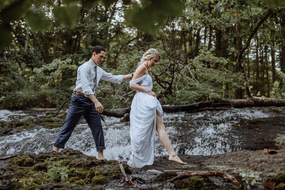 pocono-mountains-pa-wedding-photographers-natural-photography-walking