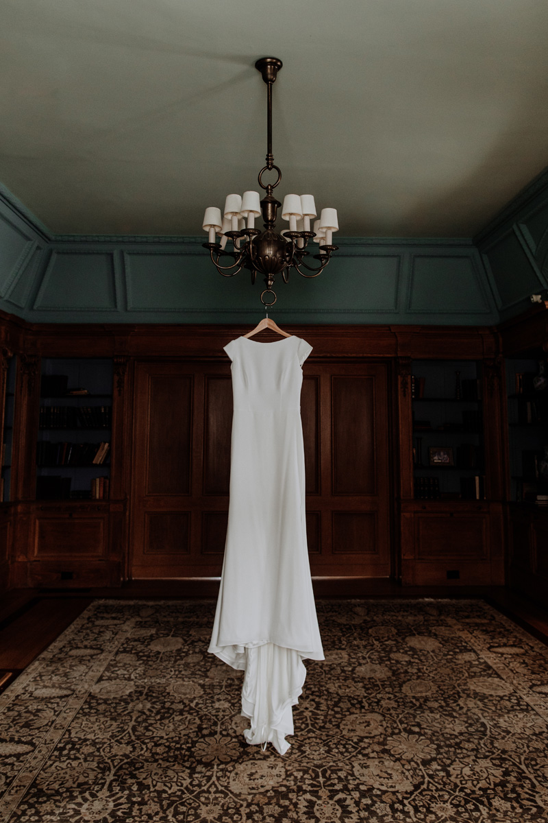 lehigh-valley-wedding-photographer-cairnwood-estate-getting-ready-dress-2