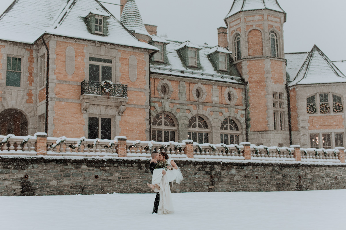 local-lehigh-valley-wedding-photographer-cairnwood-estate-wedding-portraits-fresh-snow