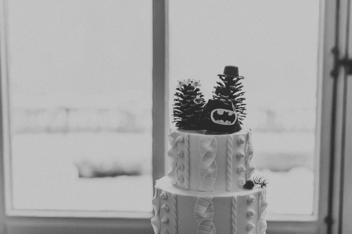 local-lehigh-valley-wedding-photographer-cairnwood-estate-romantic-wedding-cake
