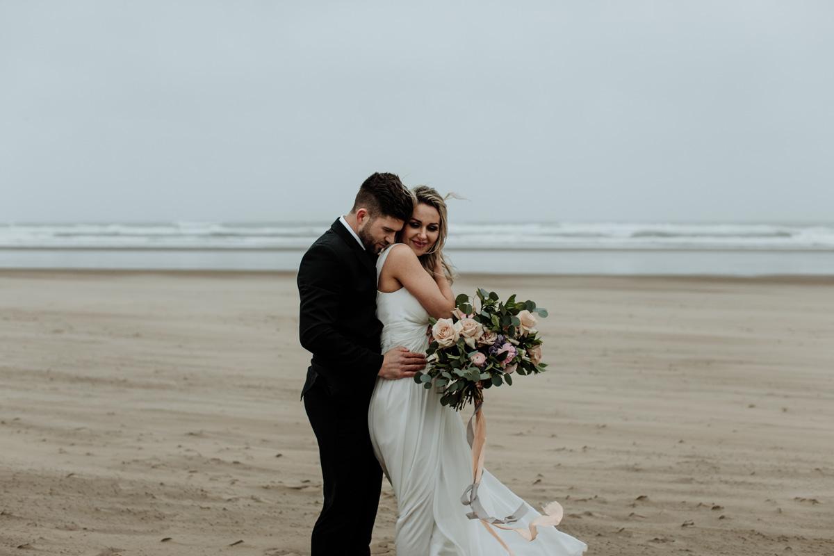 cannon-beach-wedding-photography-hand-and-arrow