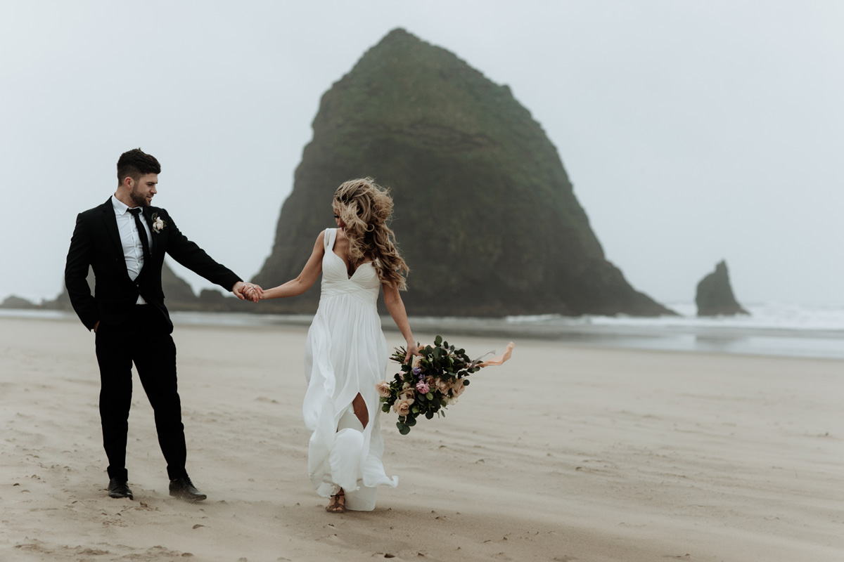 cannon-beach-haystack-rock-styled-wedding-photography