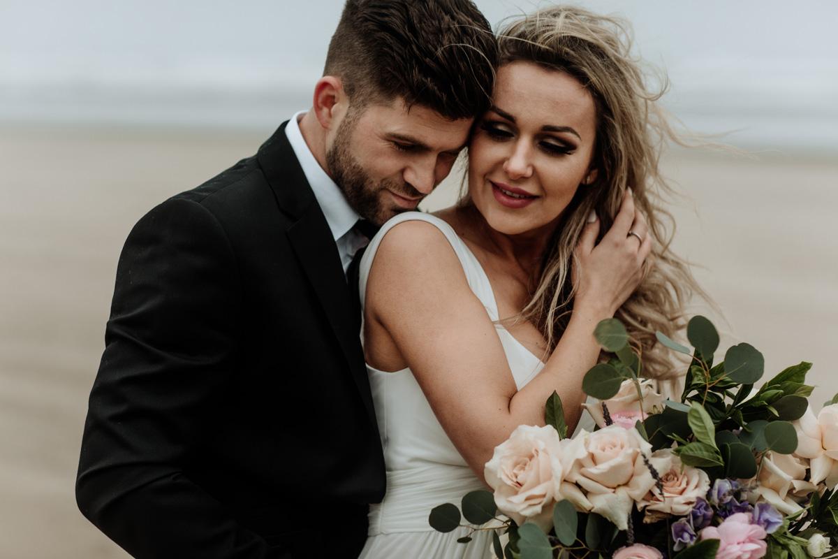 cannon-beach-couples-engagement-portrait-photography