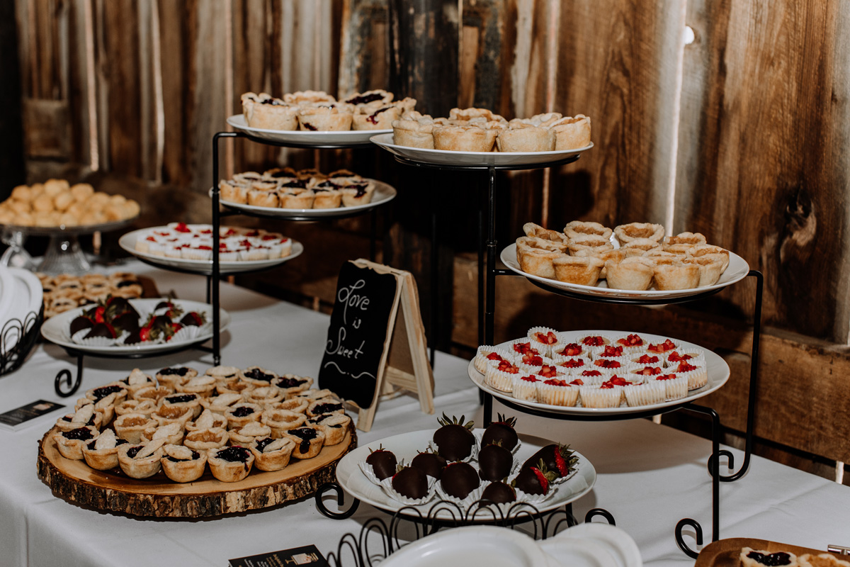 gilbertsville-farmhouse-sage-bridal-show-2018-barn-reception-2