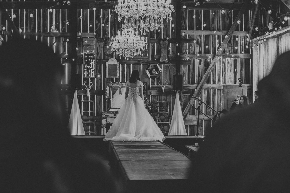 gilbertsville-farmhouse-sage-luxe-bridal-show-2018-fashion-show-wedding-dress-2