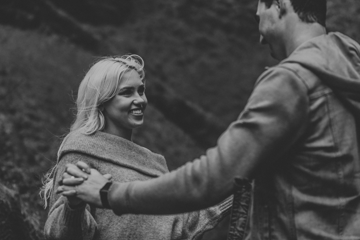 portland-engagement-photography-lataural-falls-4