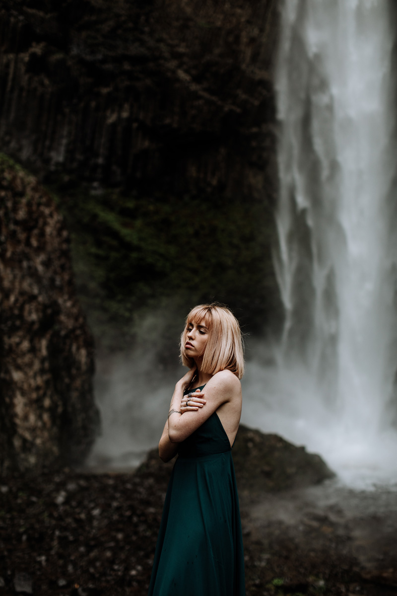 oregon-wedding-photographers-latoural-falls-portrait