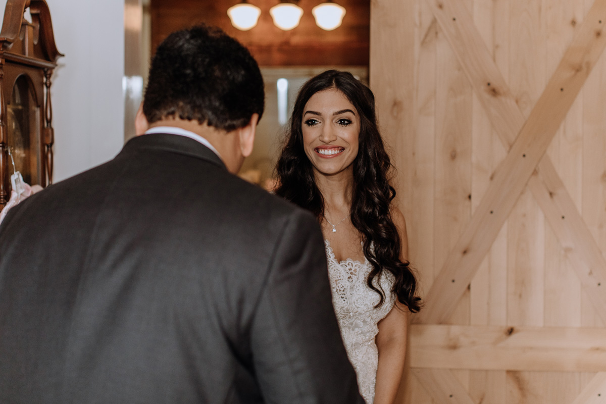 barn-swallow-farm-wedding-father-daughter-first-look-3