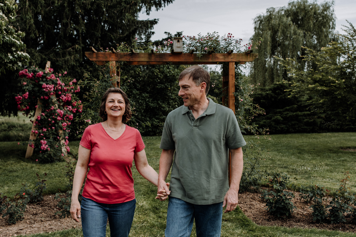 allentown-rose-gardens-couples-session-3
