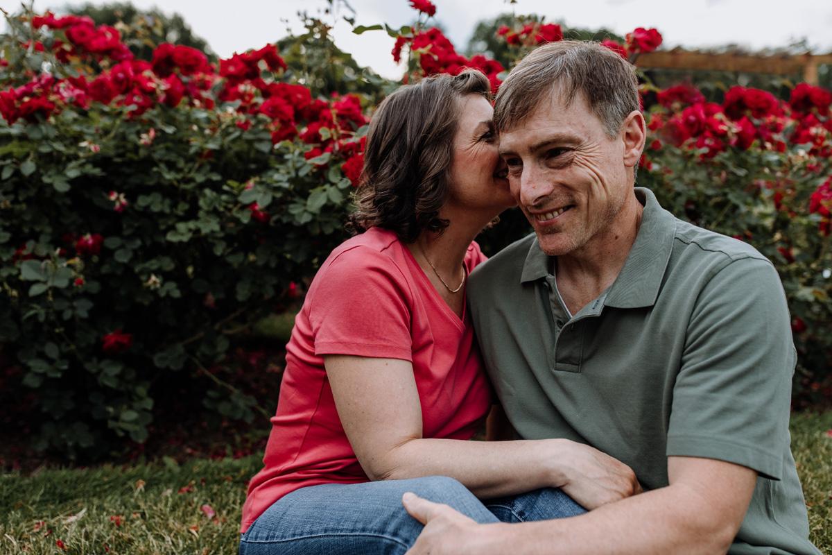lv-photography-allentown-rose-gardens-couple-5