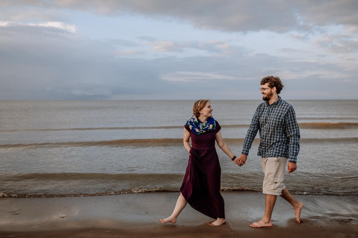 cedar-point-beach-sandusky-ohio-engagement-photography-walk