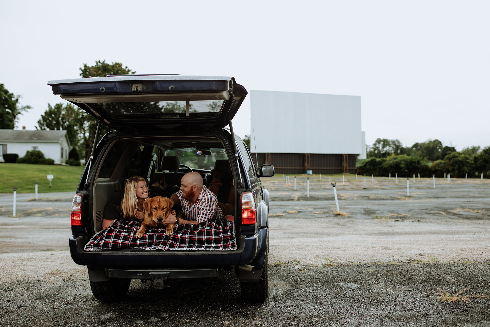 lancaster-engagement-photography-drive-in-movie-theater