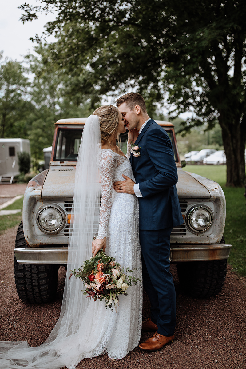 philly-wed-boho-couple-early-ford-bronco