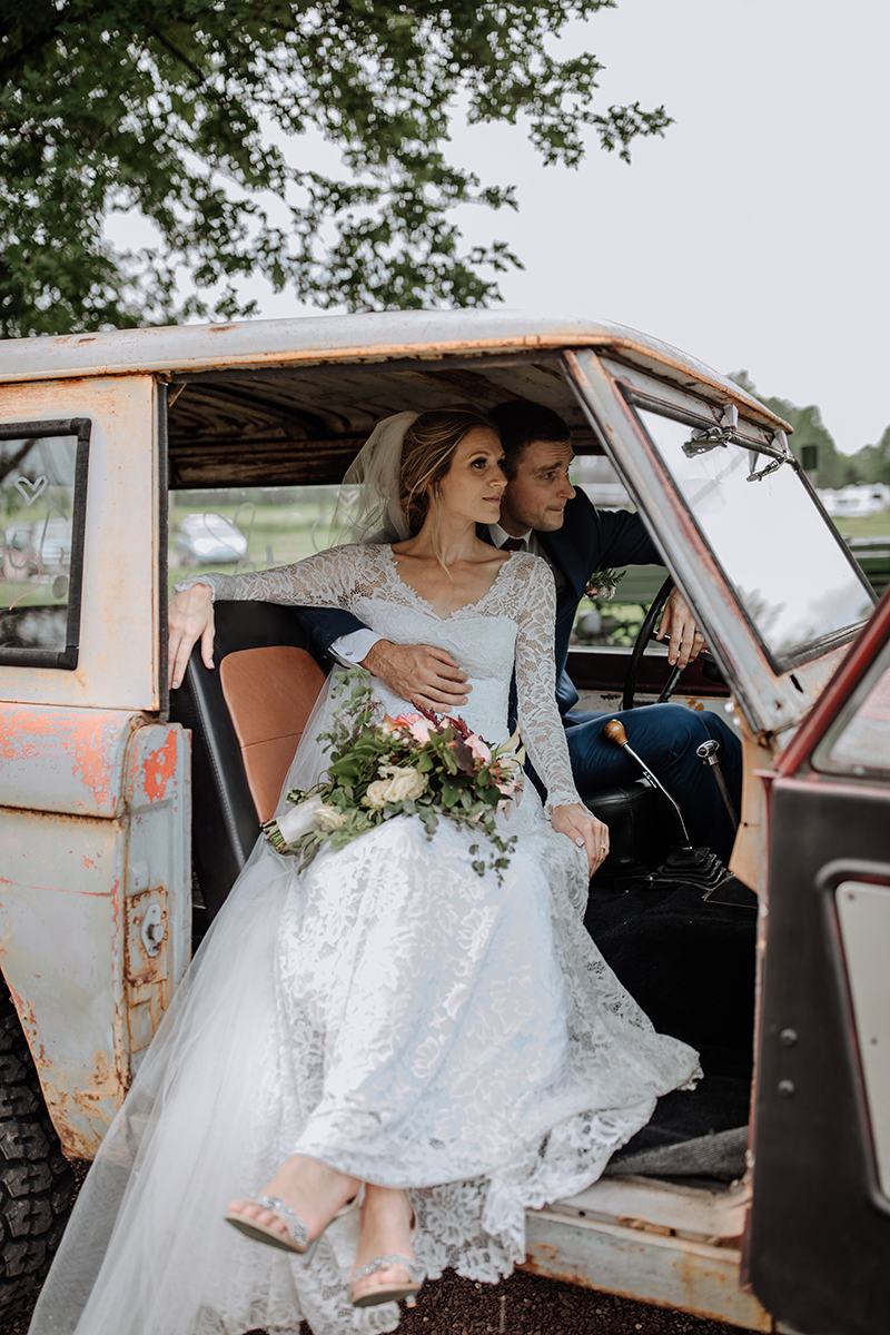 philly-wedding-boho-couple-early-ford-bronco-2