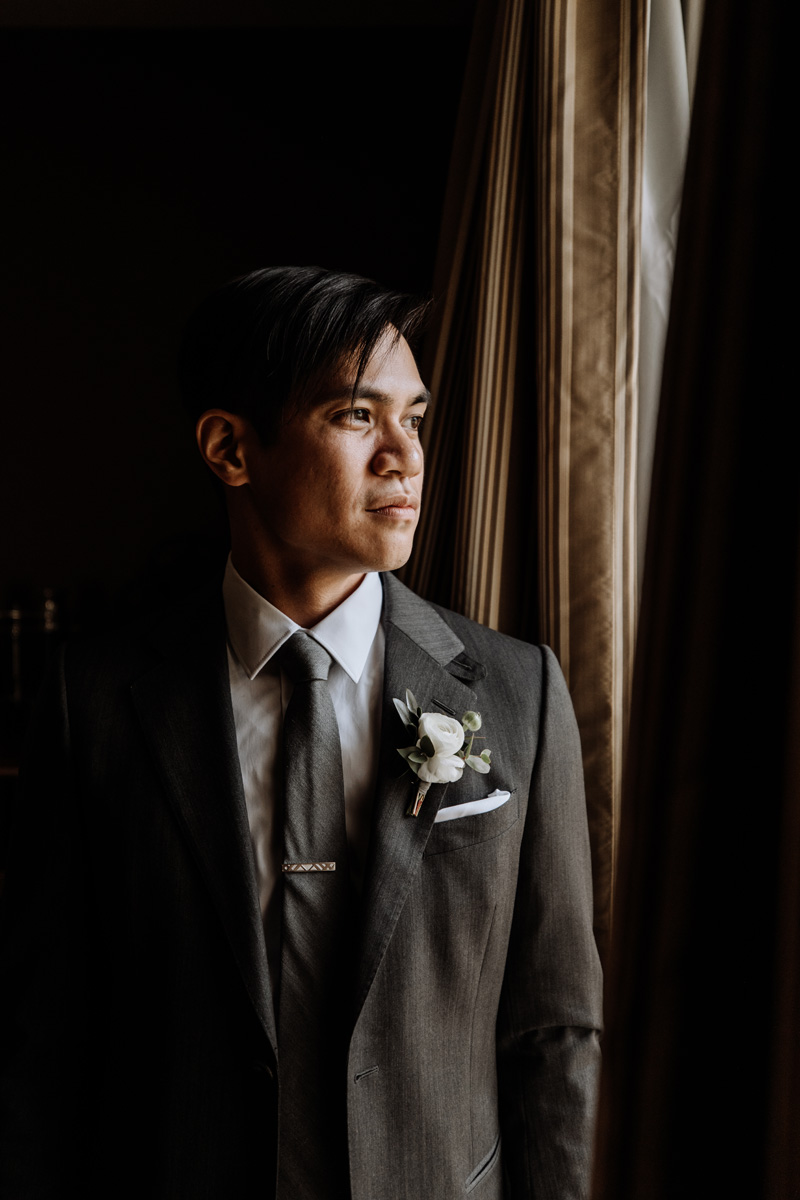 winter-wedding-groom-photos