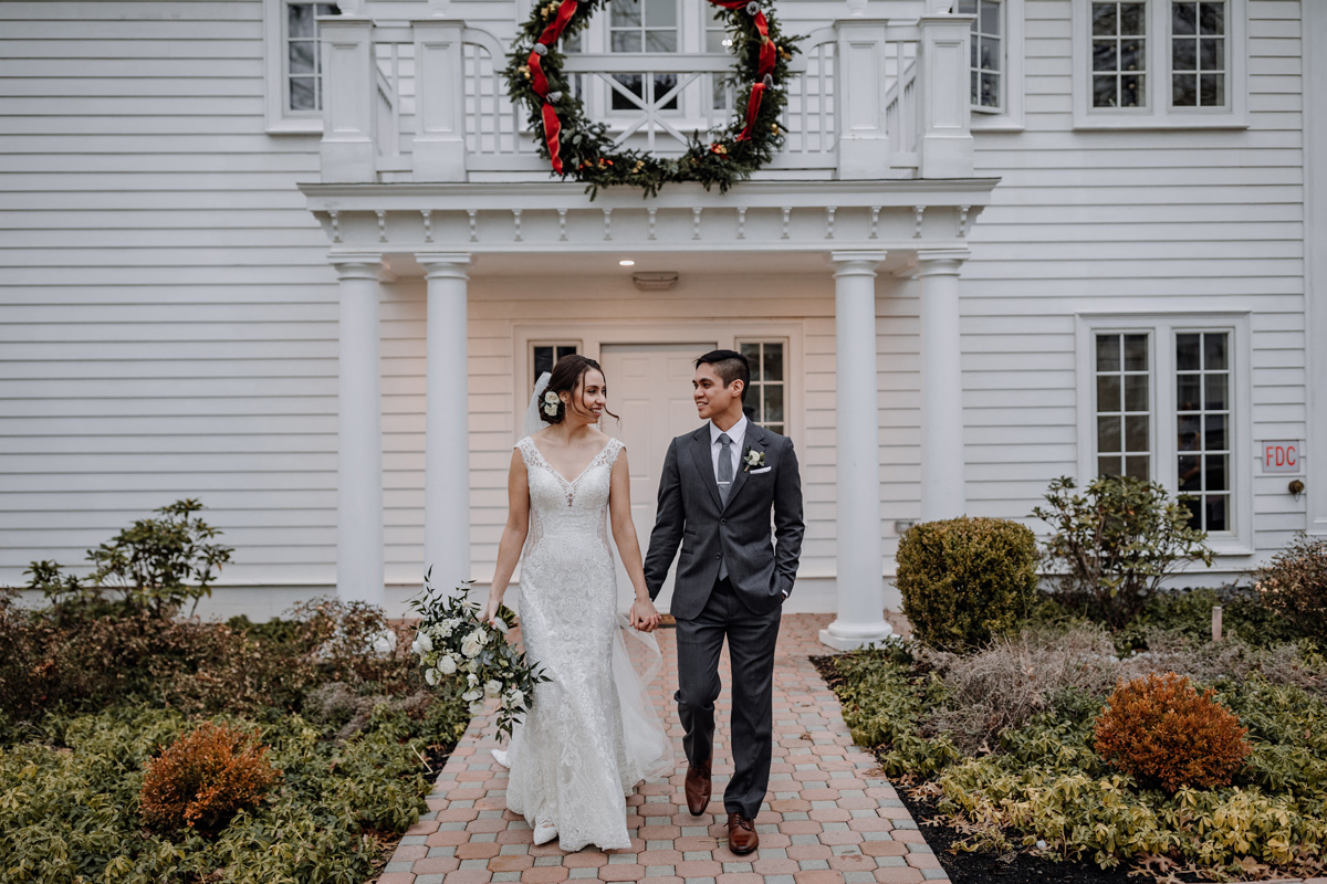 bride-and-groom-winter-wedding-inspiration