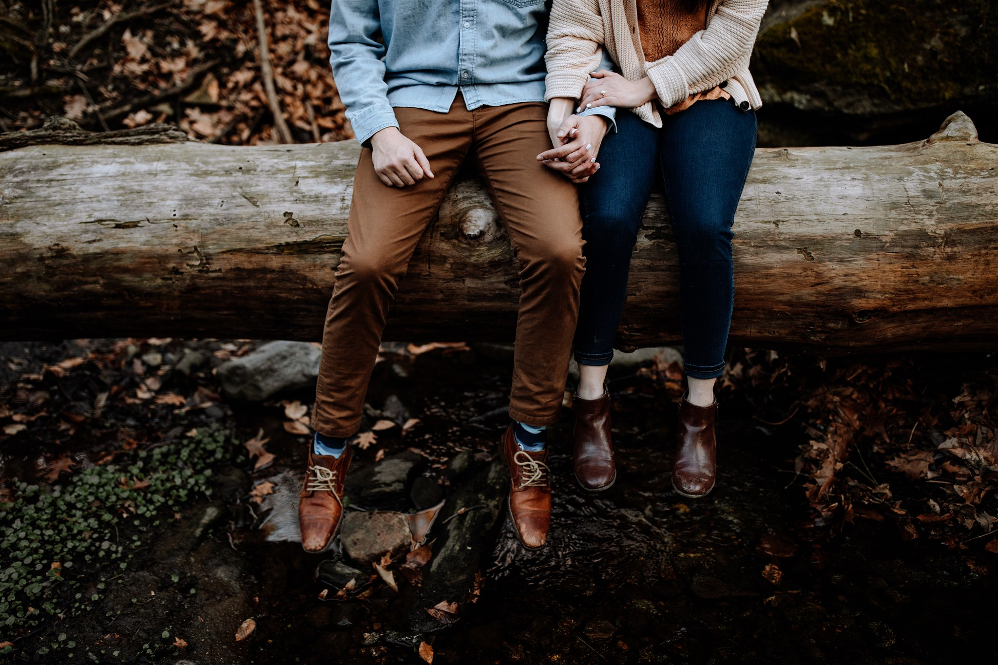 engagement-session-in-the-woods-pa