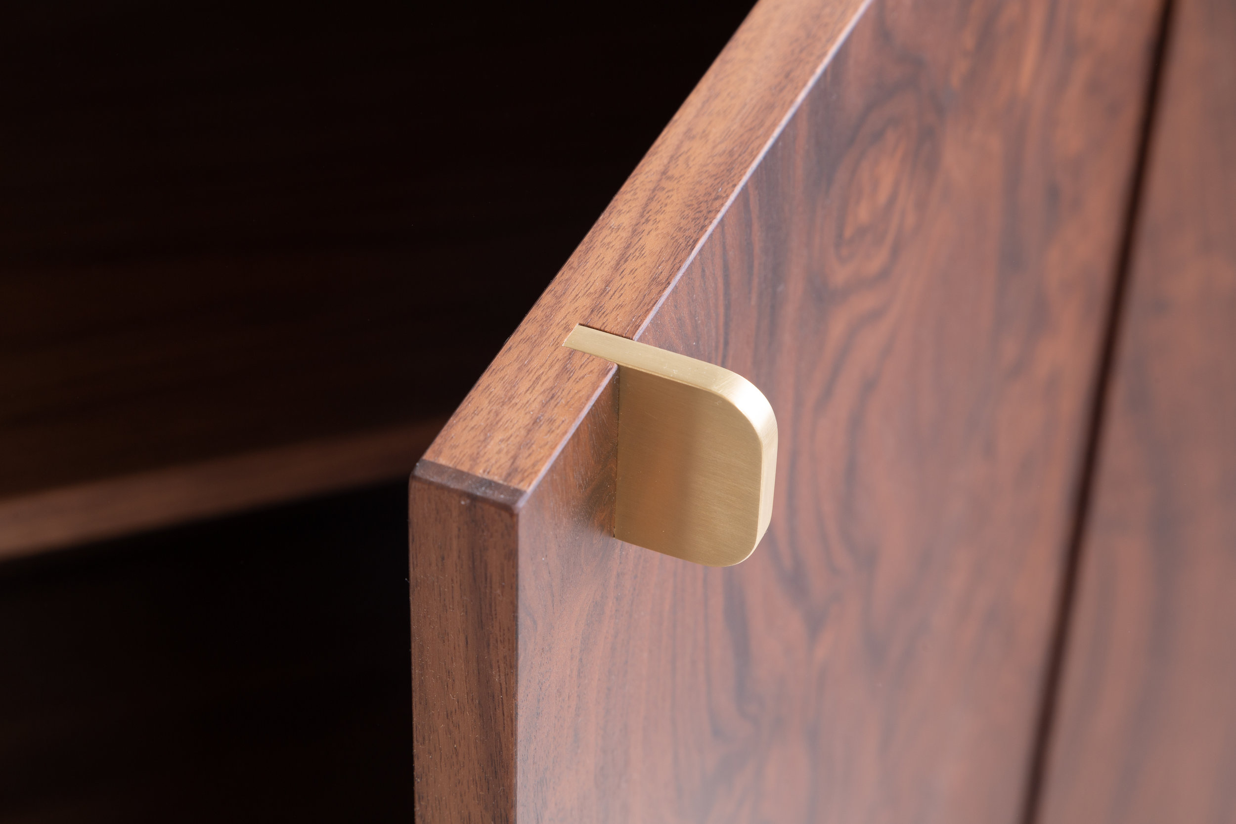 Laska.Walnut2.Hardware.jpg
