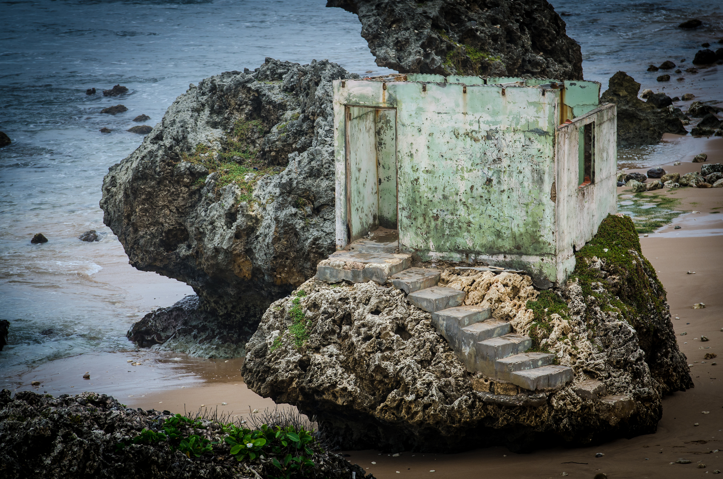 A strange little house on a rock (that's about the best I can do on this one). Orville seemed to think it was built years ago for the surfers to have a place to change.