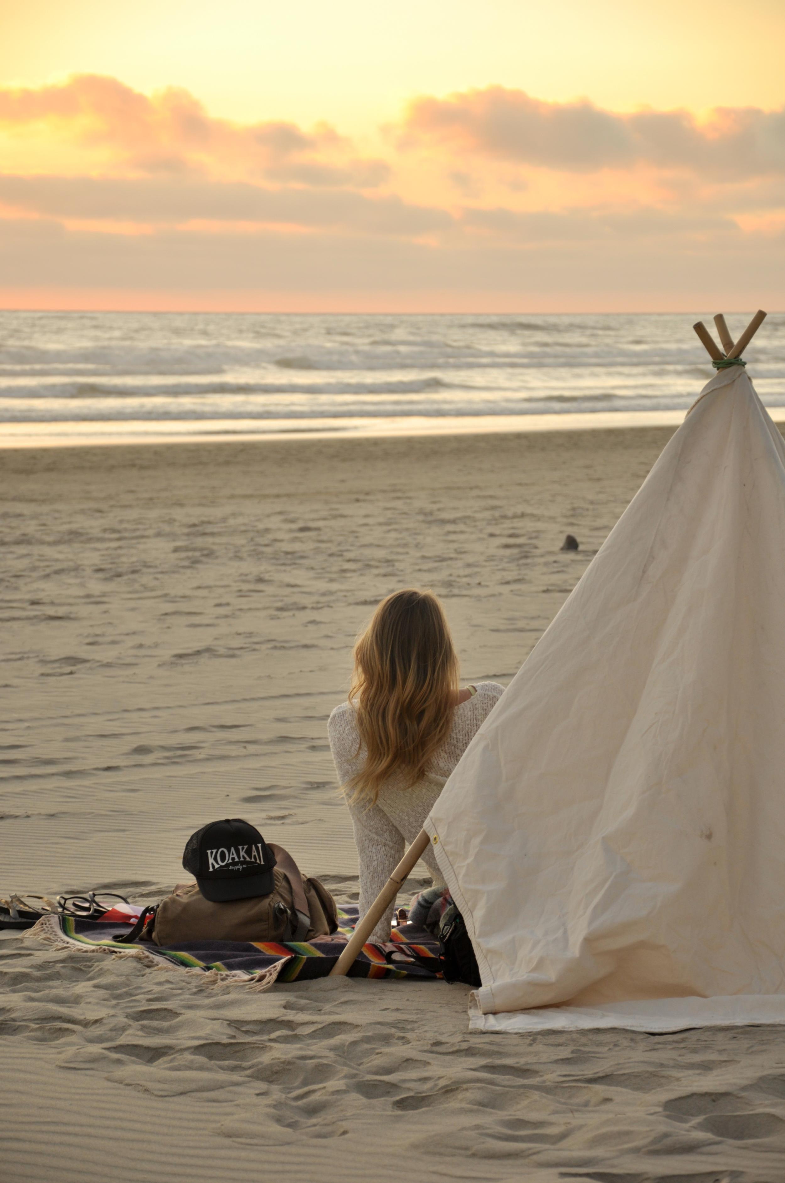 beachtipi_sunset.jpg