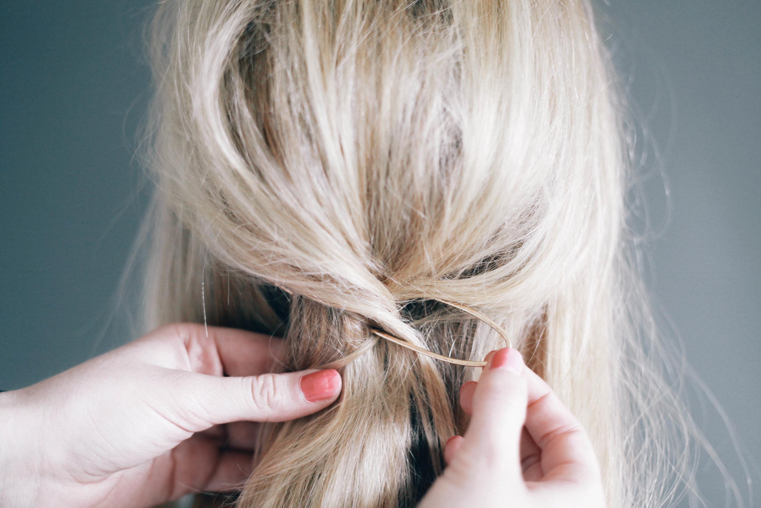 http://treasuresandtravelsblog.com/blog/2015/7/6/half-up-hair-tutorial-treasures-hair-pin