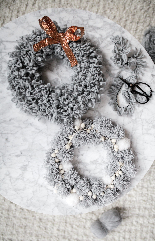 diy pom pom wreath holiday yarn.jpeg