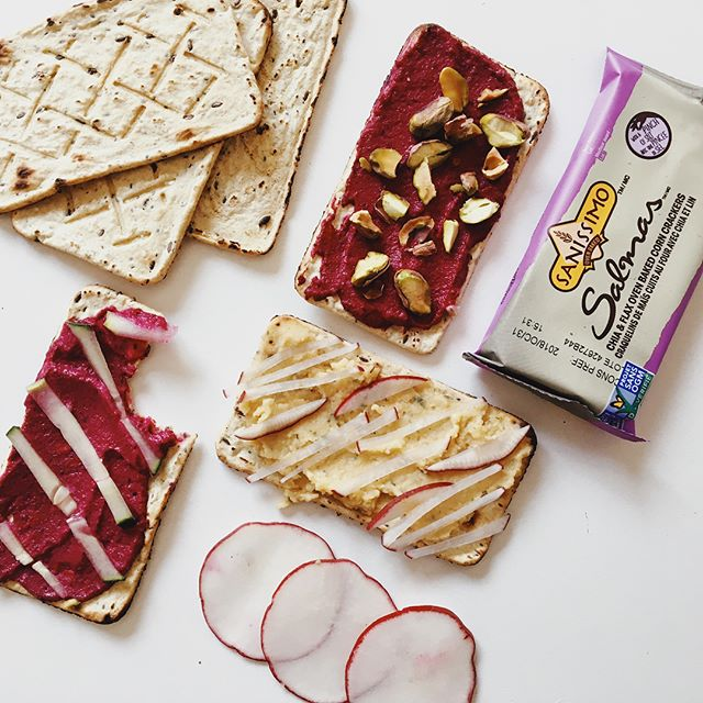 These crackers have become a staple part of my quick and easy lunch or snack ideas! They're so tasty smothered in hummus for lunch or an afternoon snack and just as good with almond butter and banana for a quick breakfast on the go. My daughter loves snacking on them and the individual packets make them an easy snack to throw in the stroller for a quick and healthy fix. They're made with just a few, simple ingredients too which is something I'm always on the lookout for! #SnackOnSanissimo#BetterWithSanissimo#ad