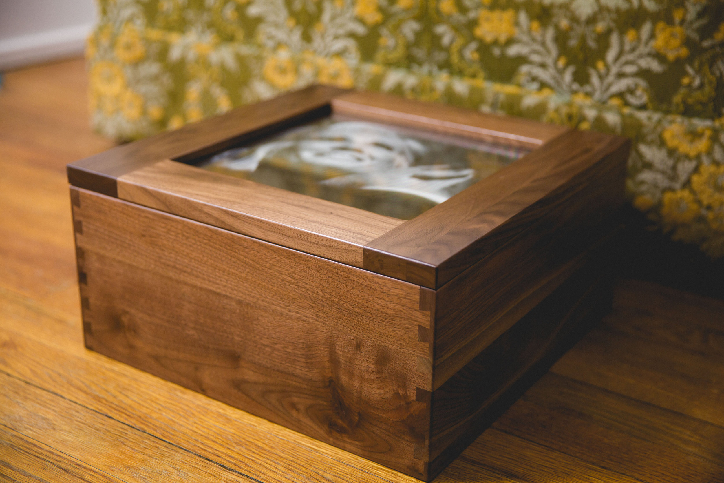 The Heirloom Box — Inheritance in Walnut (Image by H.H.Boogie)