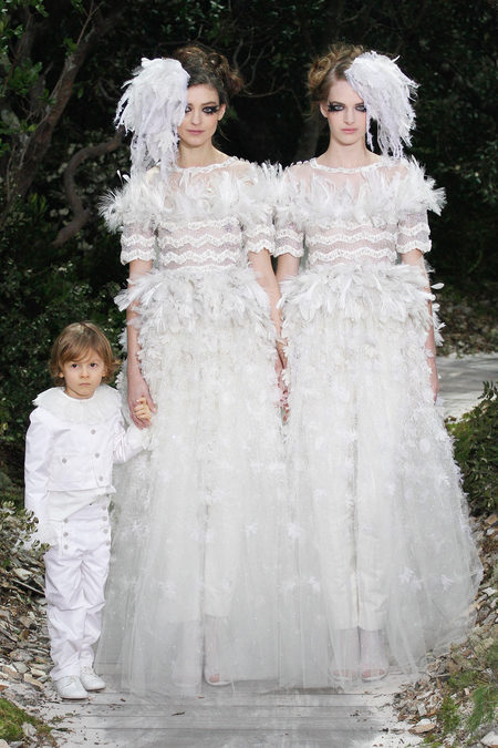 Kati Nescher and Ashleigh Good as the now famous two brides with Hudson Kroenig at Chanel Spring 2013 Couture | Marcus Tondo