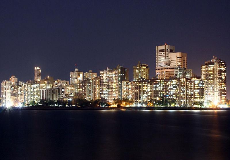 Downtown Mumbai, India   Photo by  Jasvipul Chawla