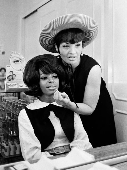Model-turned-agentOphelia DeVore helpingBarbara Barnes with her make-up in 1969  William E. Sauro/  The New York Times