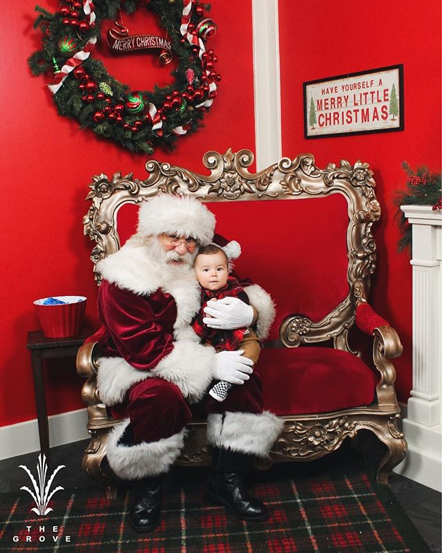 Meeting Santa for the first time! ✨