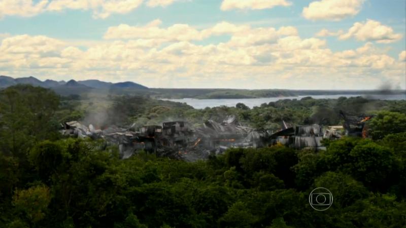 Frame veiculado na novela com a adição de efeitos visuais (fogo e fumaça).