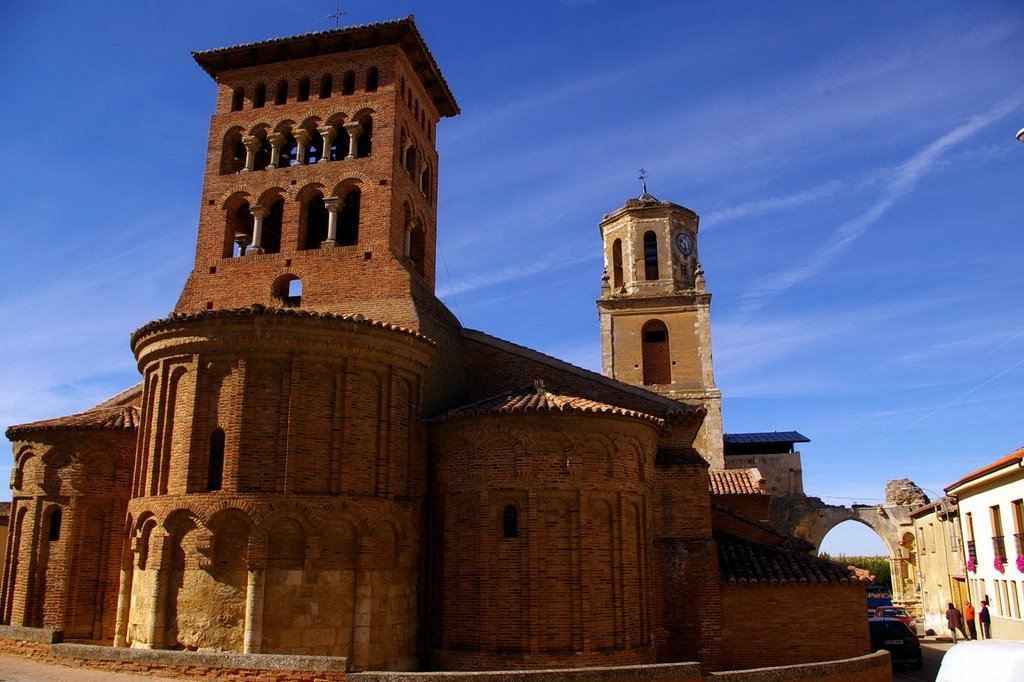 Iglesia San Tirso exterior in Sahagun