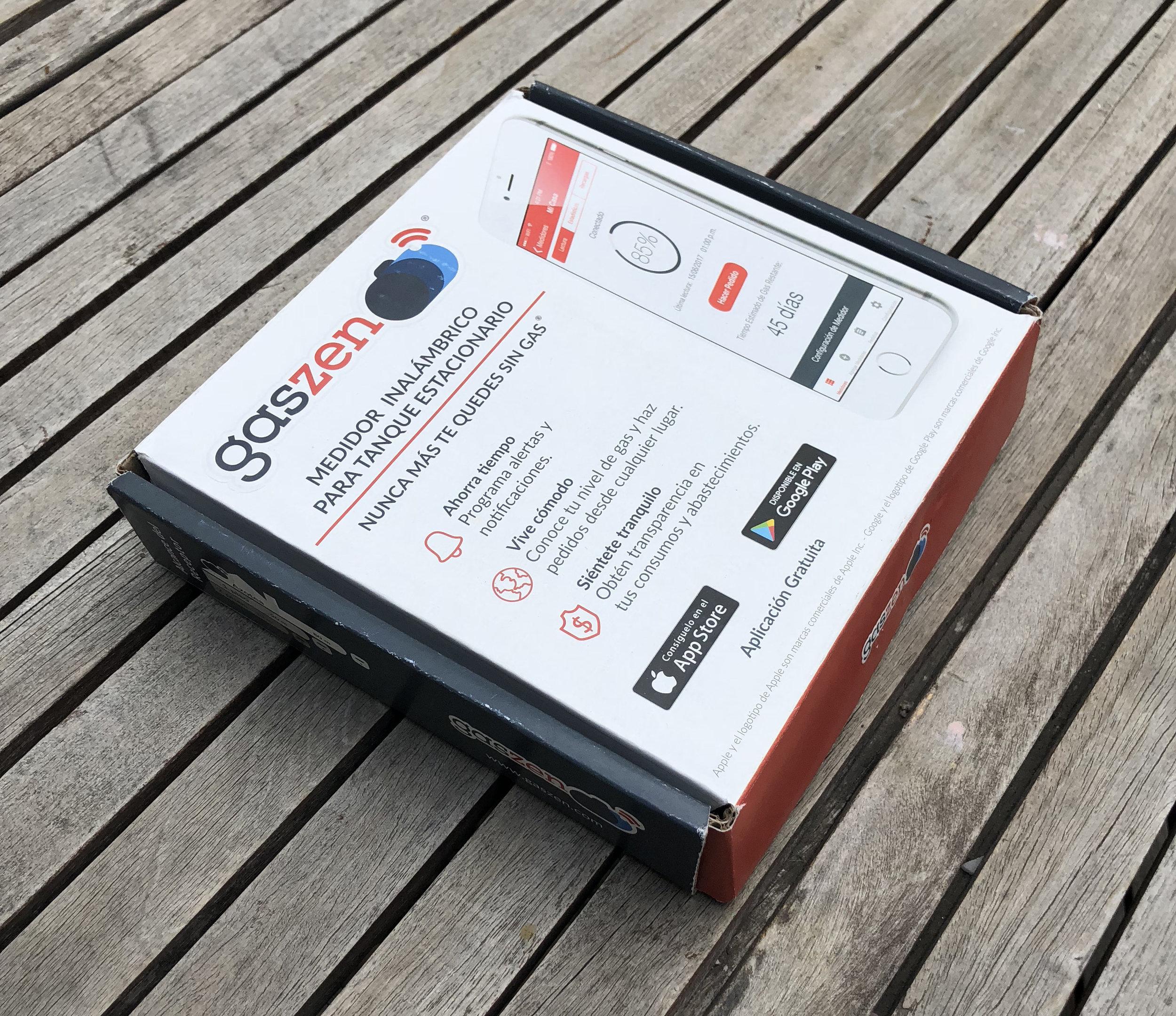 Recibí una pequeña caja que contiene dos dispositivos:
