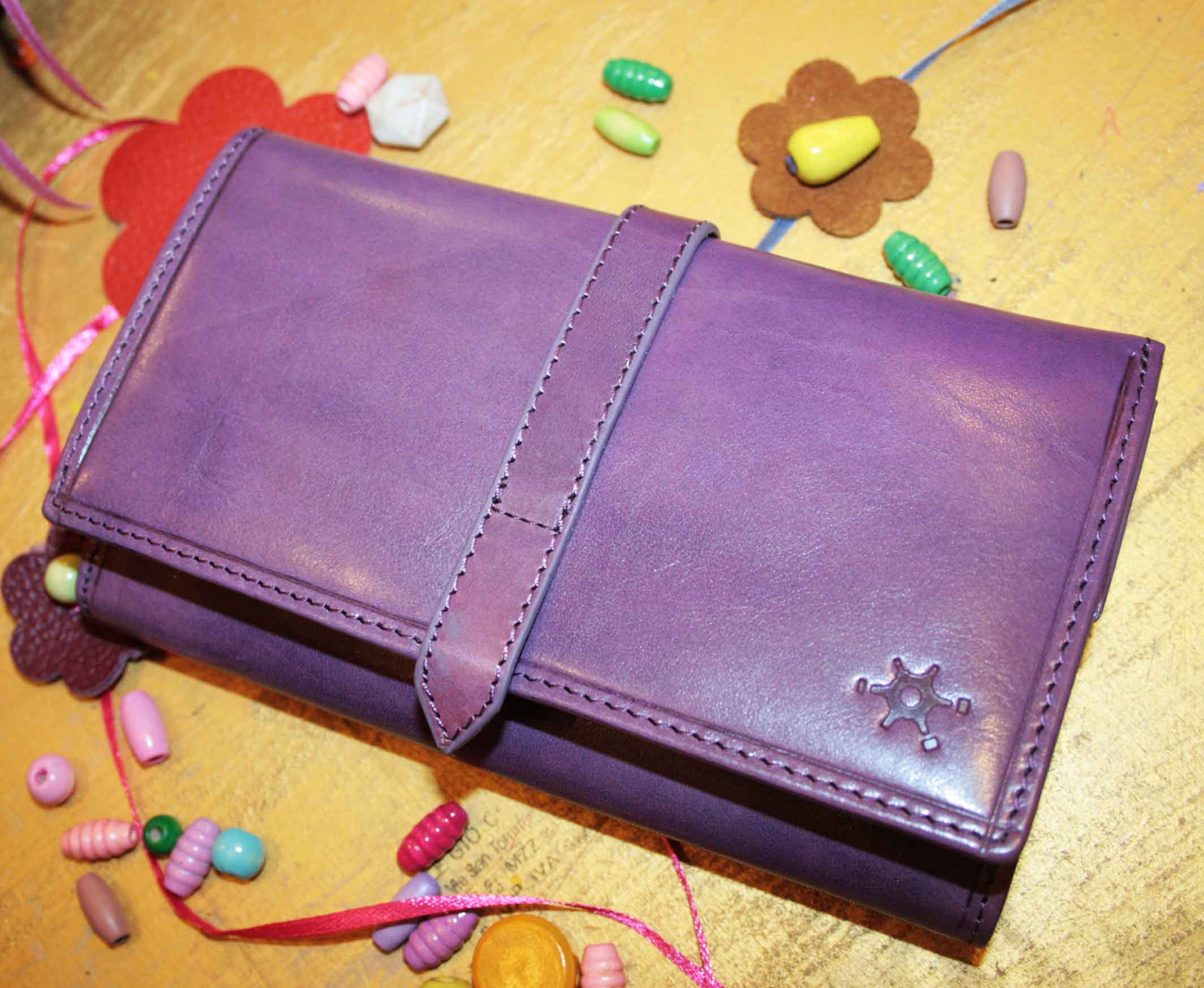 Gorgeous firm leather wallet for women in brilliant colors.