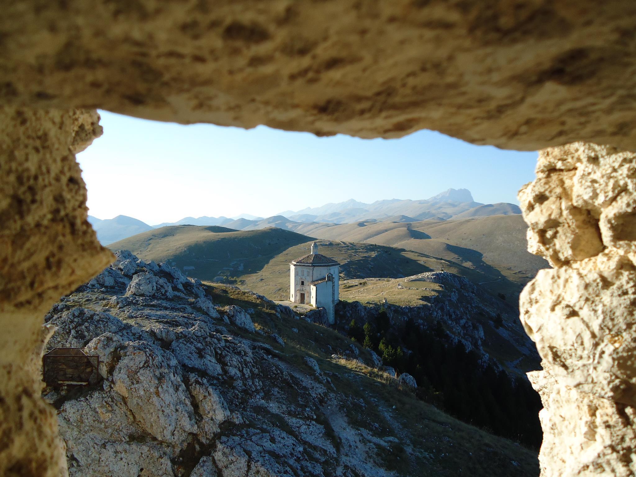 calascio  through arch.jpg