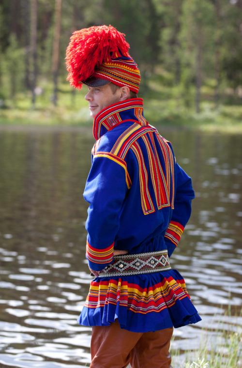 Sami-folk-costumes-2.jpg