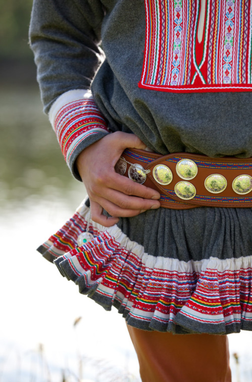 Sami-folk-costumes-6.jpg