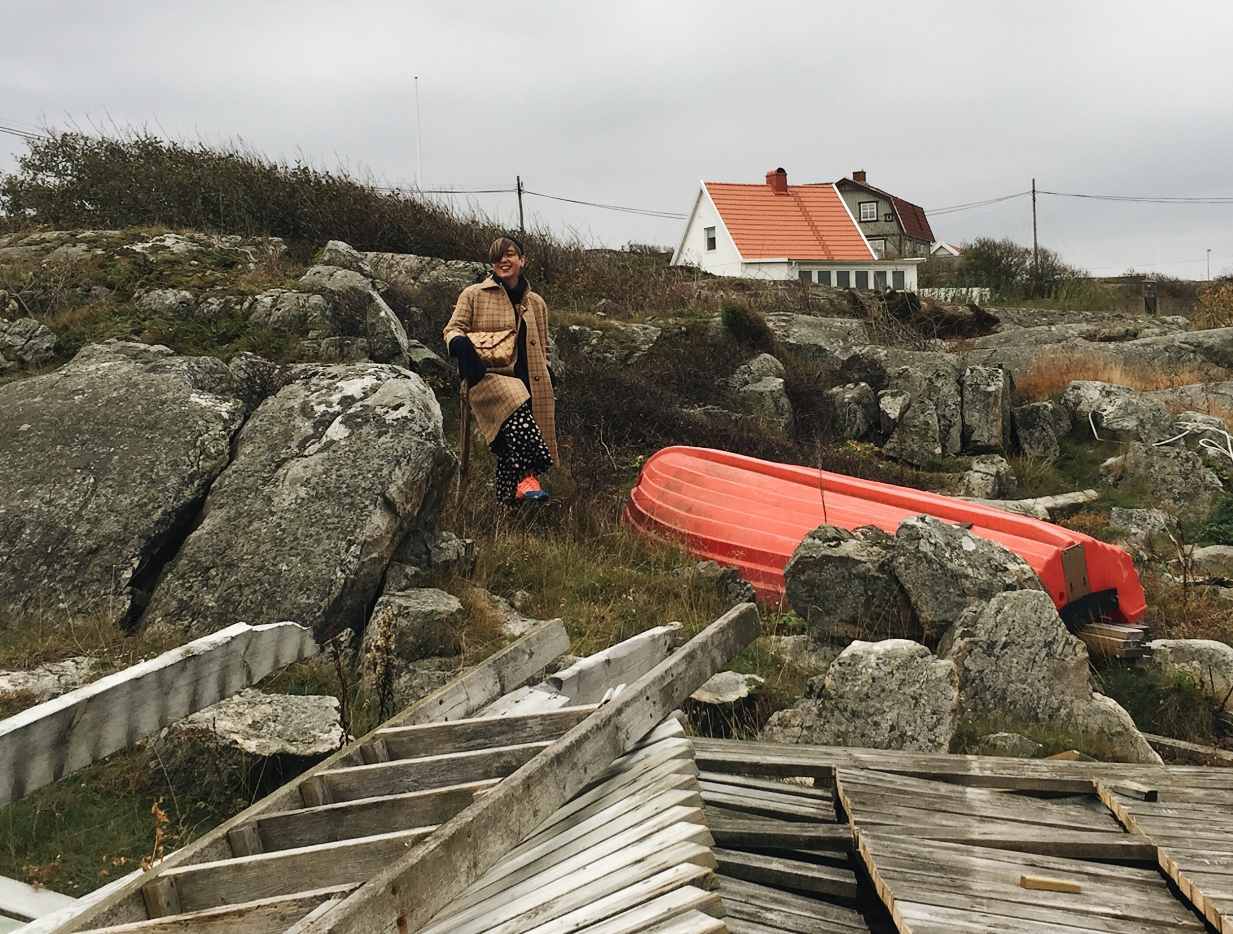 Vi drog till Orust (som ni sett i tidigare inlägg om Lådfabriken) och tog blamd annat en härlig promenad över karga klippor och folktomma stränder.