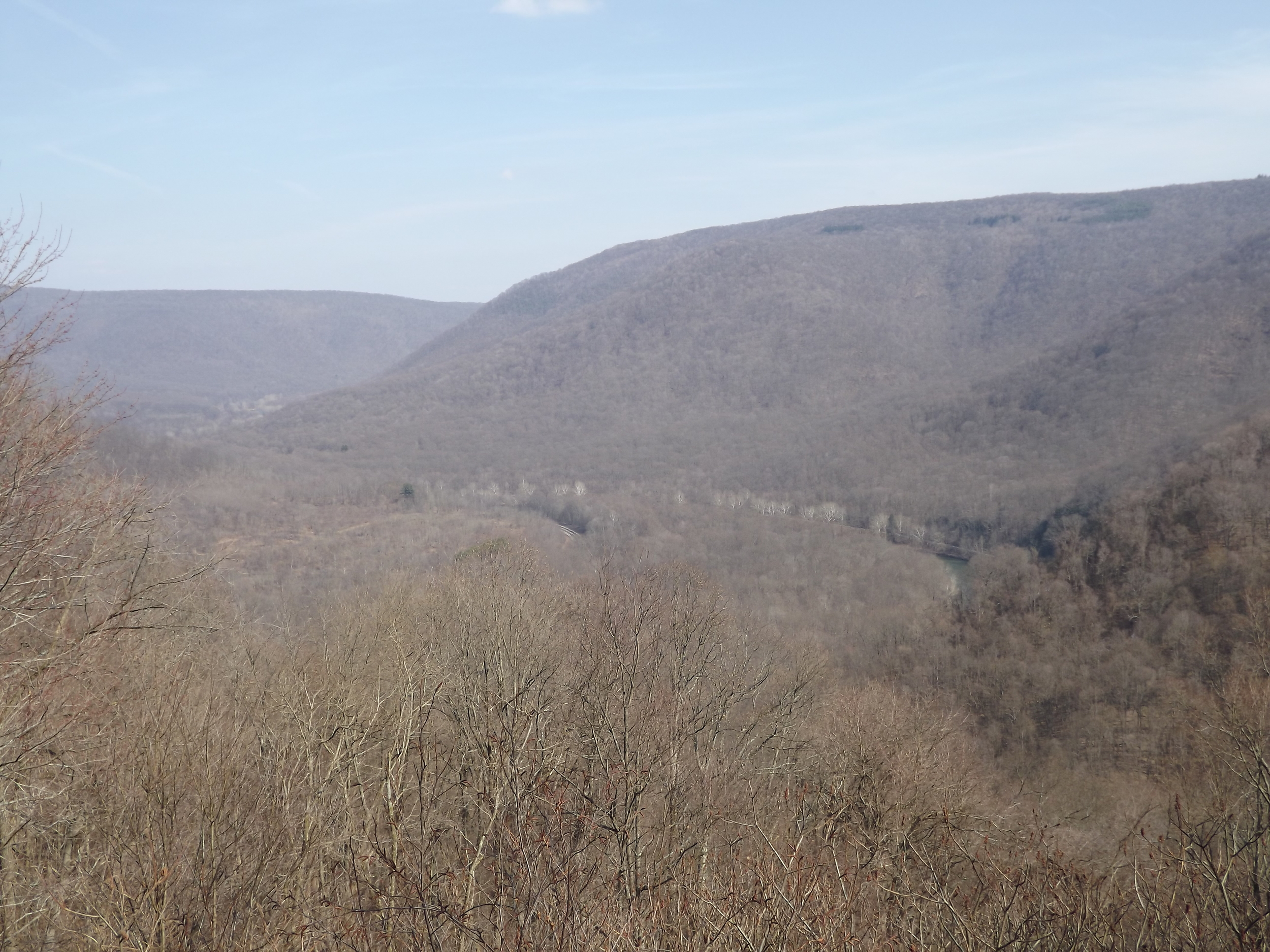 Baughman Rock is about 5 miles east of Ferncliff Peninsula and has some spectacular views of the Youghigheny river valley from the top of the mountains. Since the trees hadn't even began to leaf yet, my pictures turned out a little drab with the brown of the forest being so dominating.