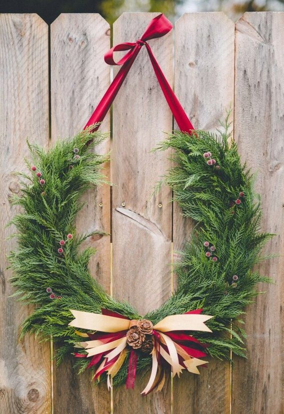 horseshoe holiday wreath etsy.jpg