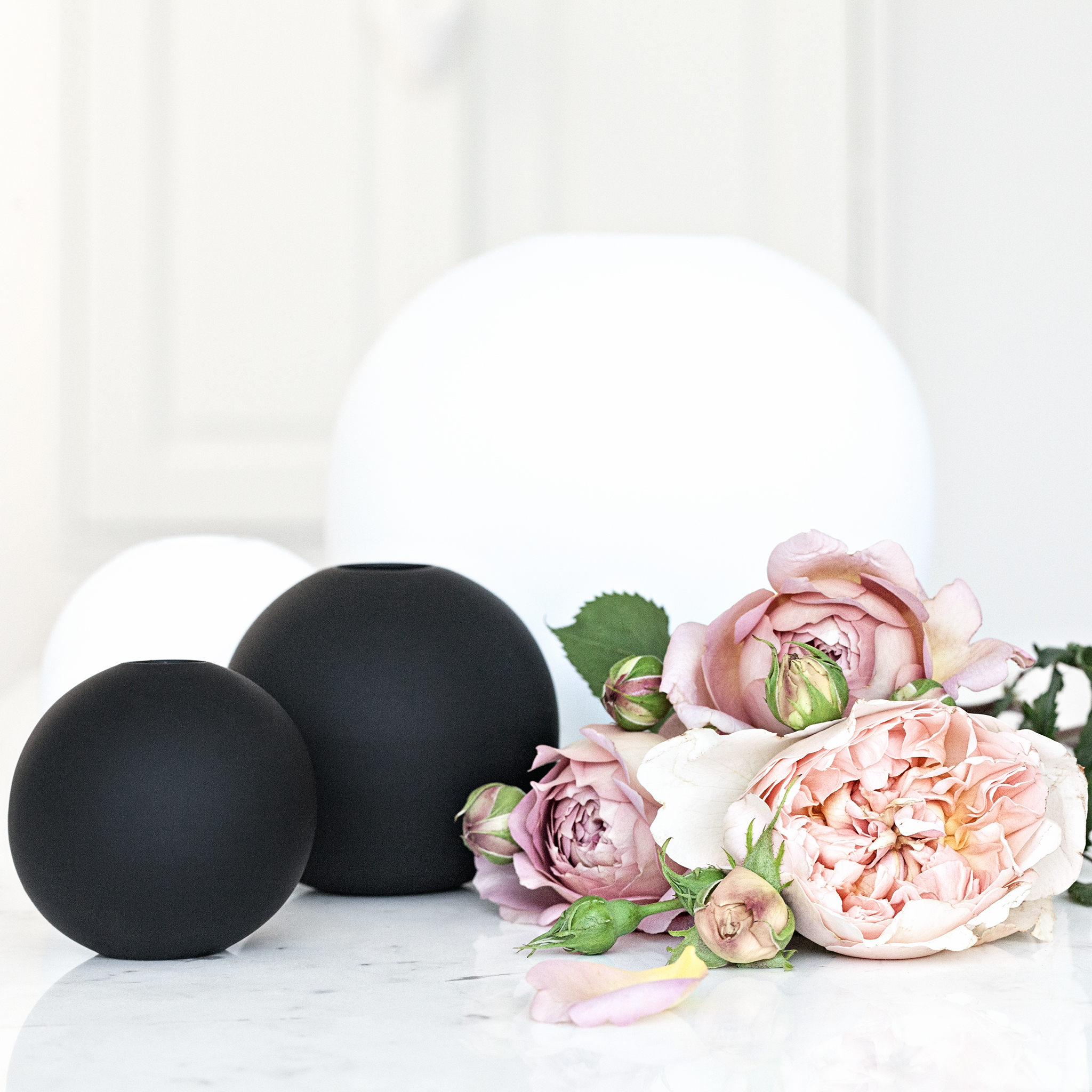 Cooee Design Ceramic Vases in Black and White | Serax Belgium Marble Table