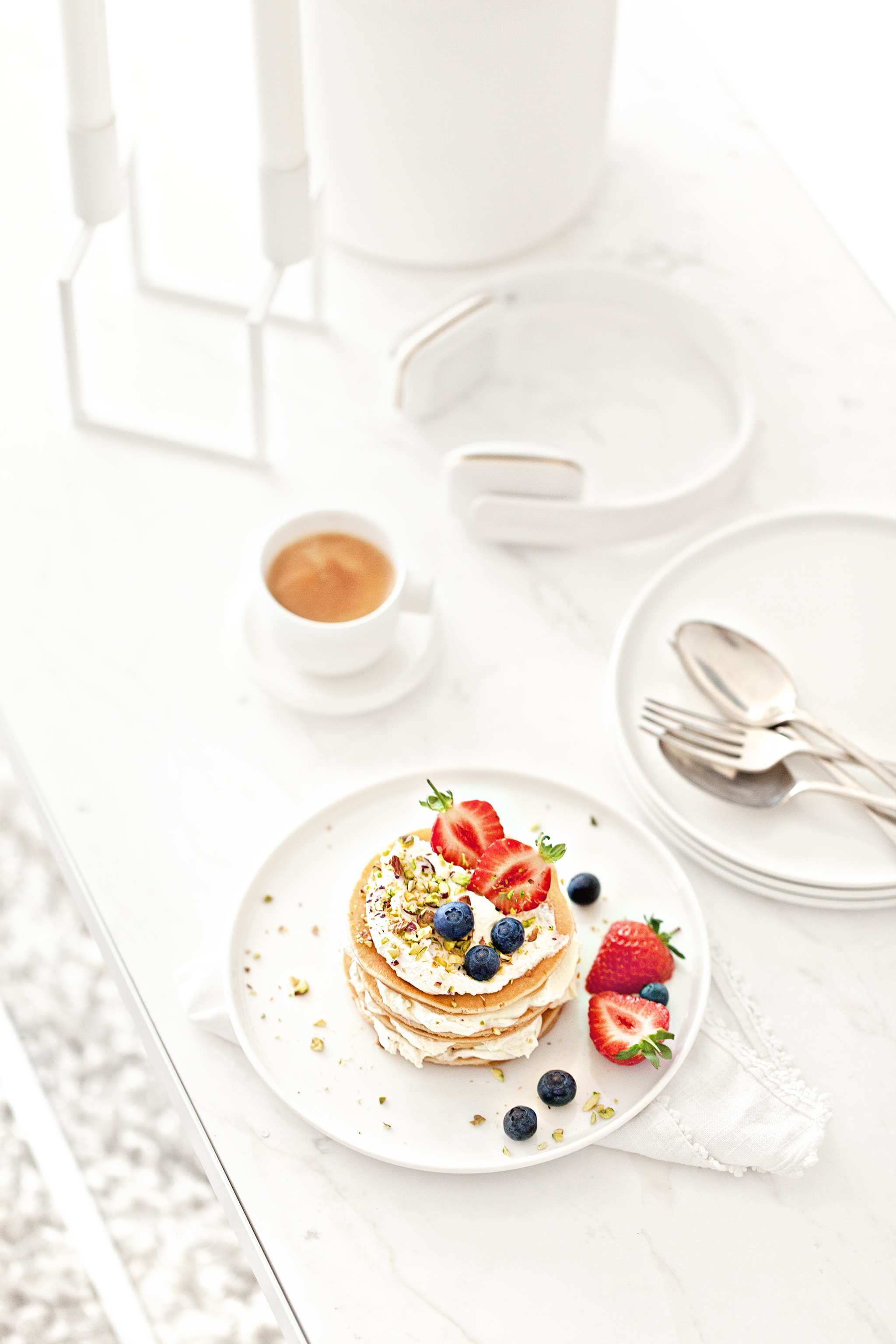 Pancakes | White Ceramics and Marble Table from  Serax Belgium