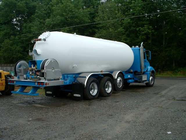 6,000 gal propane truck 002.jpg