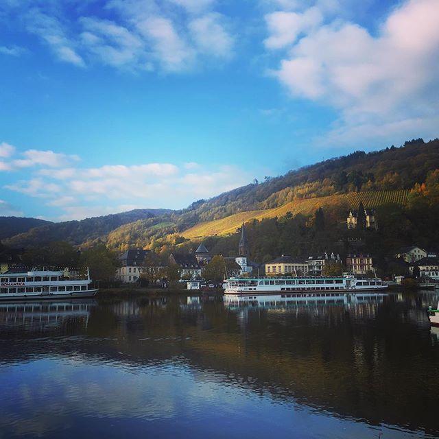 Herbst. Es wird langsam kalt, aber es bleibt sonnig! #trabentrarbach #casastolte #goldeneroktober #brötchenholen #sonntagsfrühstück